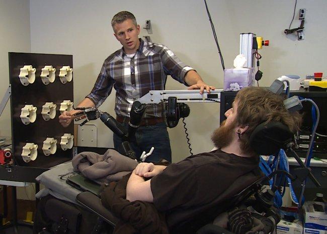 Prótesis robóticas e implantes cerebrales frente a la discapacidad