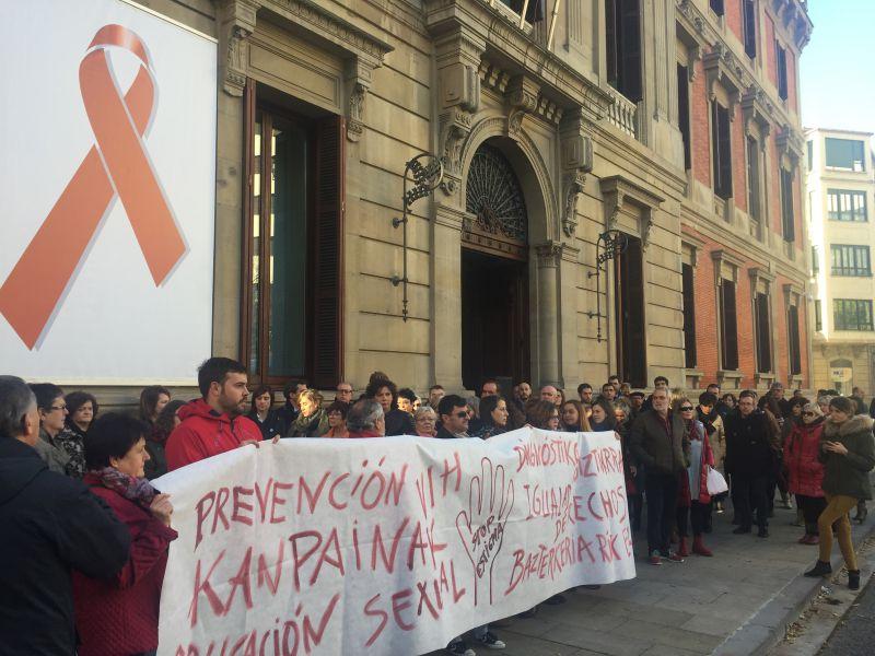 El Parlamento de Navarra celebra el Día Internacional de lucha contra el SIDA