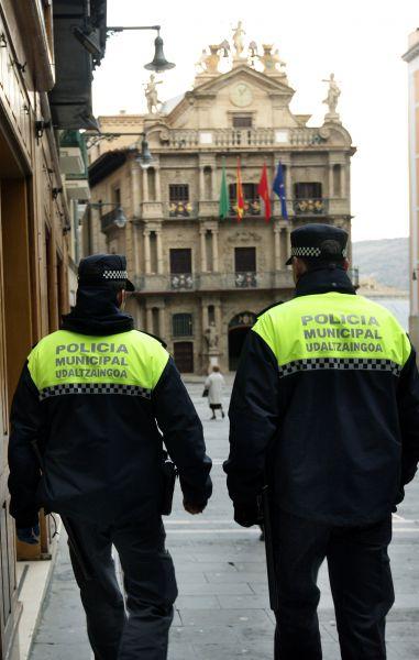Dos personas detenidas en Pamplona por estafa y maltrato