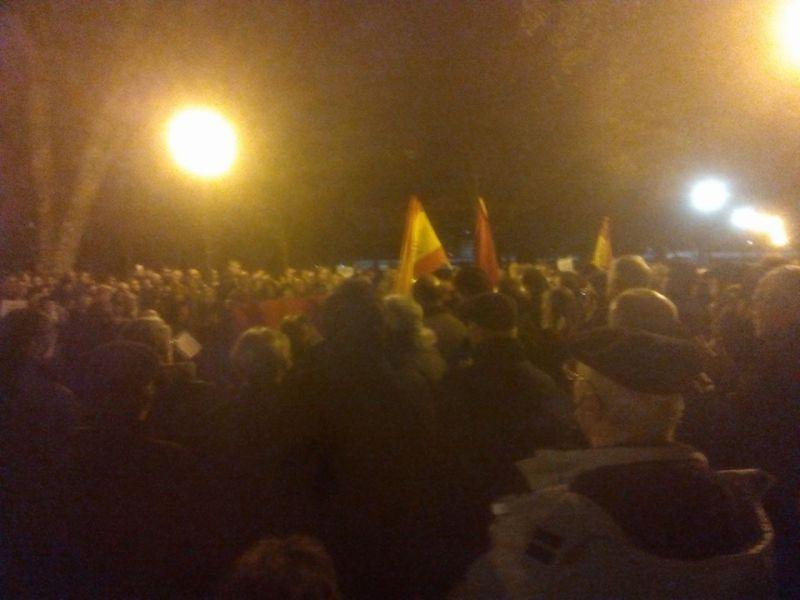Cientos de personas rinden homenaje a las víctimas de ETA en la Vuelta del Castillo de Pamplona