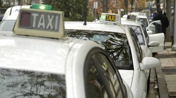 Inmovilizados dos taxis piratas y otro denunciado
