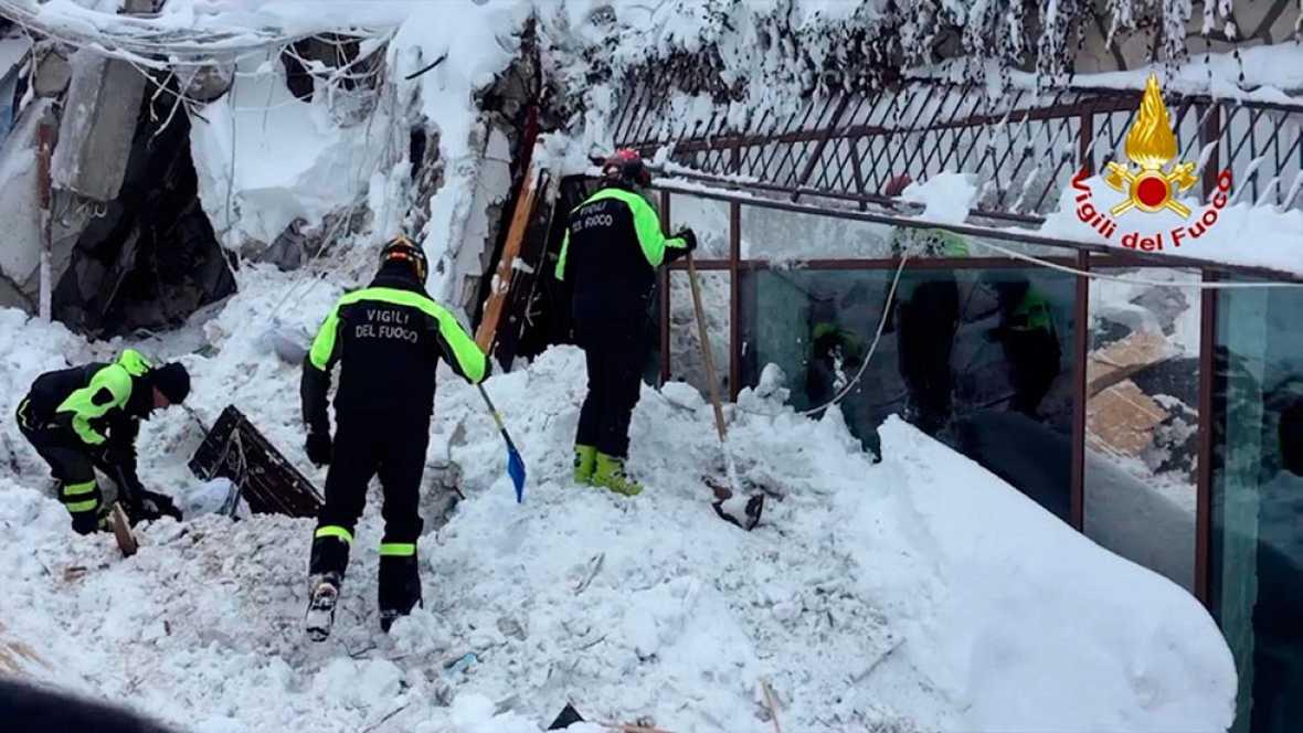 Recuperan 4 supervivientes más y hallan otros dos cadáveres en el hotel sepultado