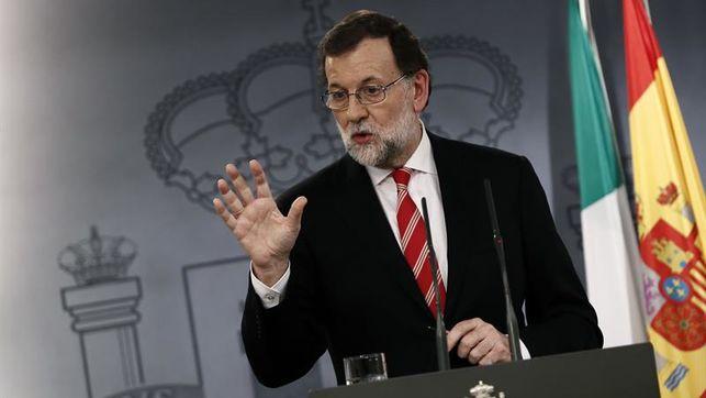 """Rajoy exige a Puigdemont que no declare la independencia para evitar """"males mayores"""""""