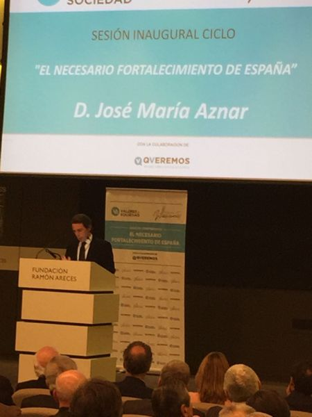 Aznar alerta de que España se desvertebra social, territorial y políticamente