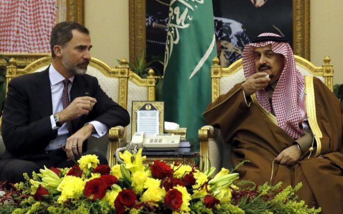 Felipe VI pide al rey de Arabia Saudí que siga apostando por las empresas españolas