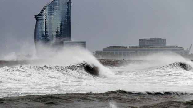 El temporal de lluvia y viento hace estragos en Mallorca y la costa mediterránea