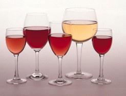 Vino: una copa al día es saludable si acompaña a la comida