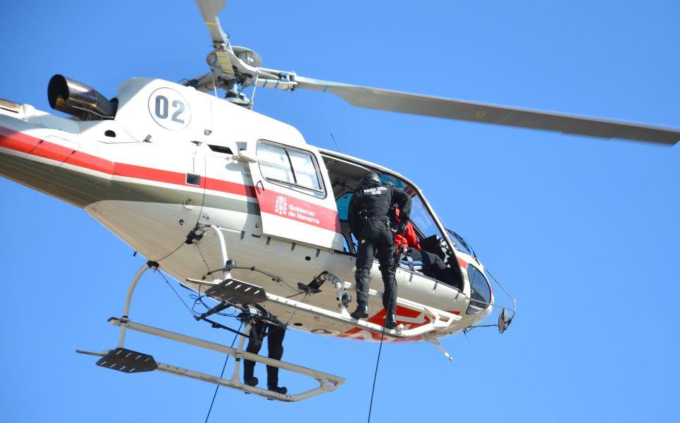 Trasladado en helicóptero un hombre que se cortó en la pierna con una radial