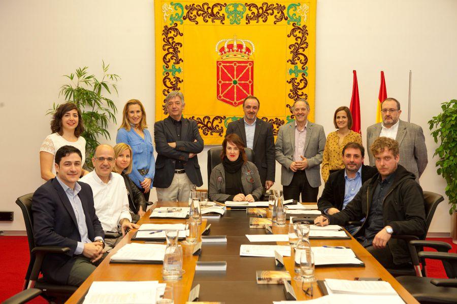 """El Parlamento de Navarra defiende la """"legitimidad"""" del homenaje a las víctimas por """"motivación política"""""""