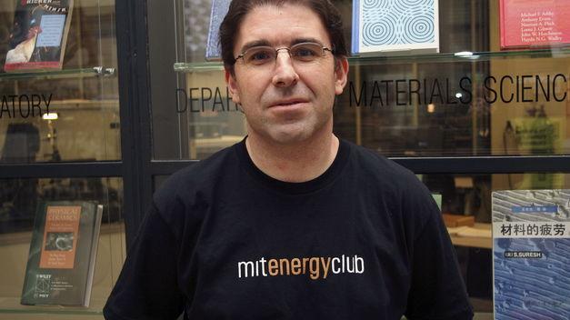 El investigador Amador Menéndez gana el Premio de Ensayo Jovellanos
