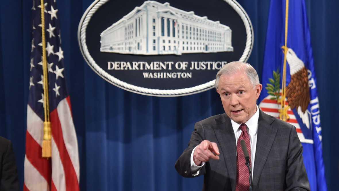 El fiscal general de EE.UU. promete decidir pronto sobre una investigación a Clinton