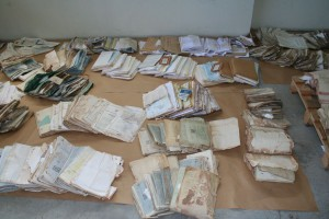 Fondos documentales del Juzgado de Paz y Registro Civil de Elizondo dañados por el agua