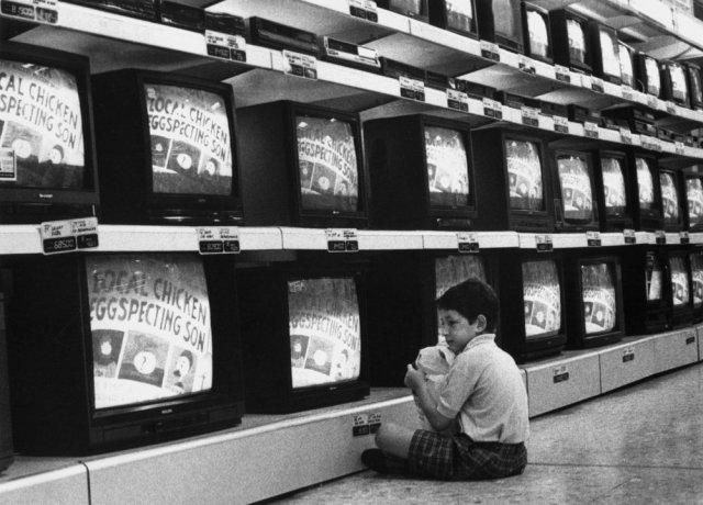 La TV de pago, la electricidad y la banda ancha fija, los servicios peor valorados por españoles