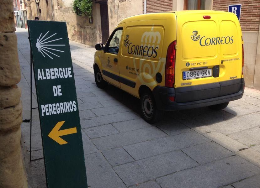 Correos reanuda en Navarra el transporte de mochilas entre etapas del Camino Santiago