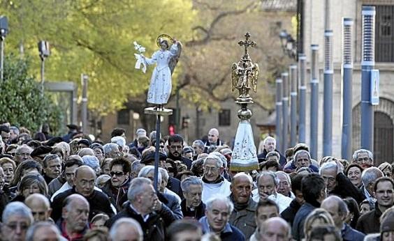 El Ayuntamiento de Pamplona recibe mañana martes la visita de la imagen del Ángel de Aralar.