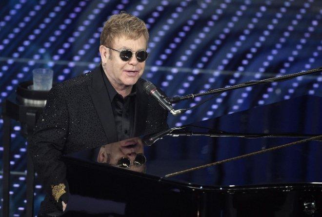 Elton John, con nuevo tono roquero, hace vibrar al público en Gran Canaria