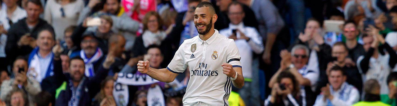 El Real Madrid gana 3-0 al Alavés y se asienta en el liderato
