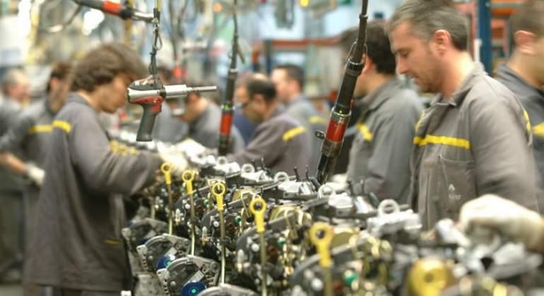 La producción industrial modera su caída al 9,6 % en junio por el coronavirus