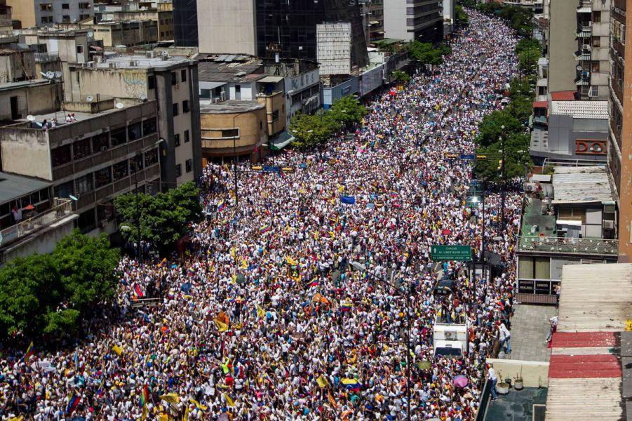 Tres personas mueren por disparos durante la protesta contra Maduro en Caracas