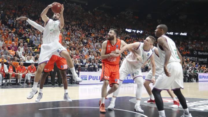 58-63. El Unicaja supera los obstáculos y gana la Eurocup tras una remontada histórica