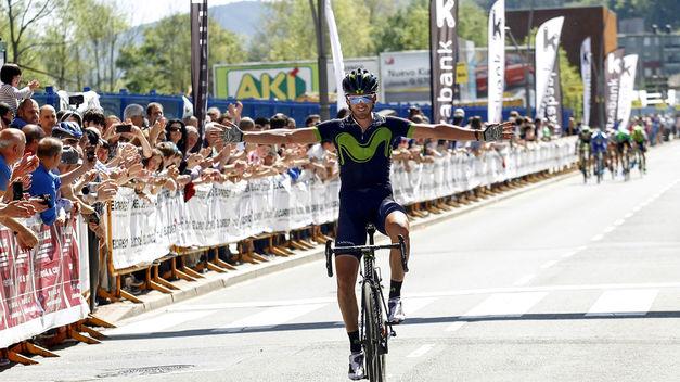Gorka Izagirre consigue la primera victoria española, Jungels sigue líder