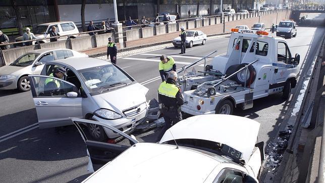Tráfico estudia más restricciones a conductores noveles para bajar accidentes