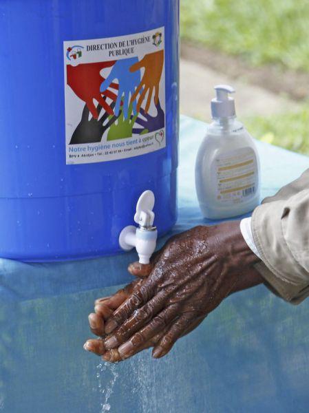 ¿Cuántos microbios tengo en las manos?