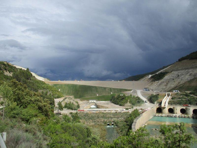 Superado el 80% del recrecimiento del pantano de Yesa (Navarra) sin movimientos significativos