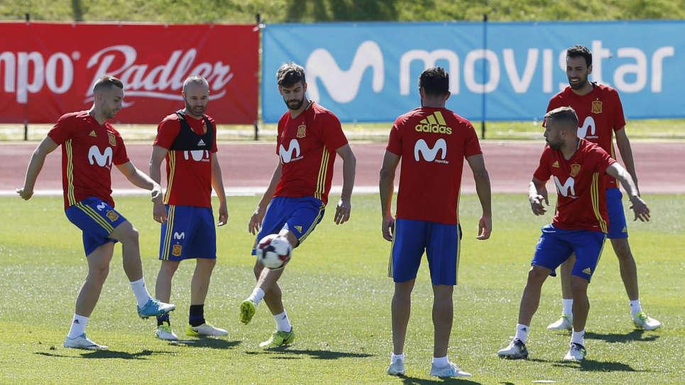 España afina su puntería pensando en Colombia y Macedonia