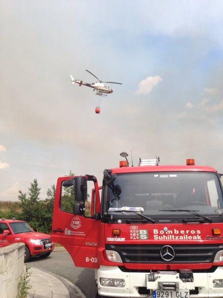 Movilizados dos helicópteros por incendio en inmediaciones de Esparza de Galar y Cizur (Navarra)