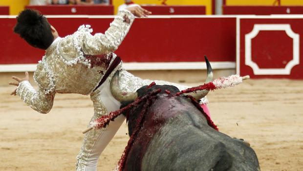 Diestro Gonzalo Caballero evoluciona favorablemente de cornada sufrida ayer