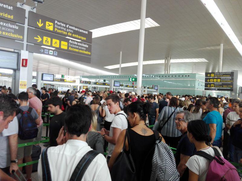Colas de 40 minutos en la jornada de paros parciales de empleados de seguridad en el aeropuerto de El Prat