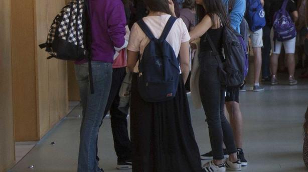Absuelven a un profesor acusado de abusos por tocar el trasero a dos alumnas