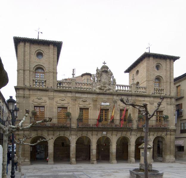 Anulan la exhibición de la ikurriña en la fachada del Ayuntamiento de Viana (Navarra) gobernado por el PSN