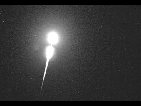 Los fragmentos de un cometa originan una bola de fuego casi tan brillante como la luna llena