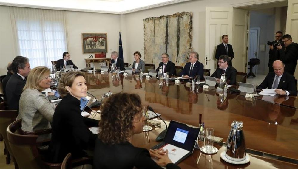 Rajoy convoca un Consejo de Ministros para recurrir la ley del referéndum