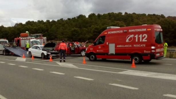 Dos heridos leves en Valtierra en un accidente en el que se han visto implicados tres vehículos
