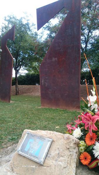 Homenaje en el XVII Aniversario del asesinato de Casanova a manos de ETA en Berriozar