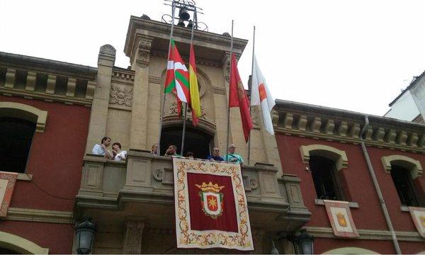 Se juzga la colocación de la ikurriña en la fachada del Ayuntamiento de Estella