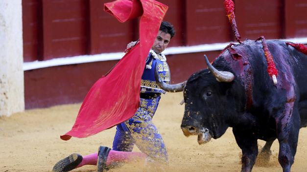 Tarde huérfana de trofeos con deslucidos Juanpedros en la Feria de Málaga