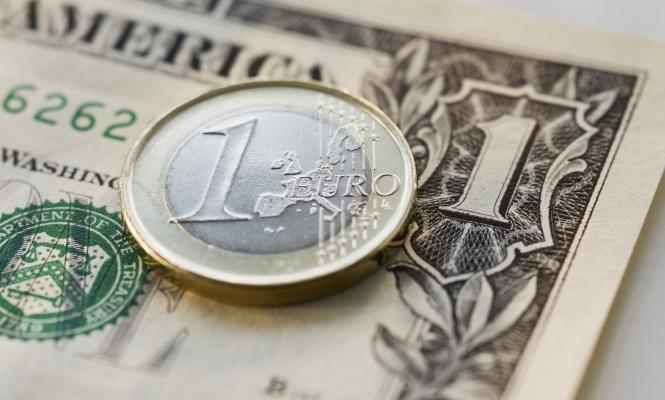 El euro baja hasta 1,1723 dólares