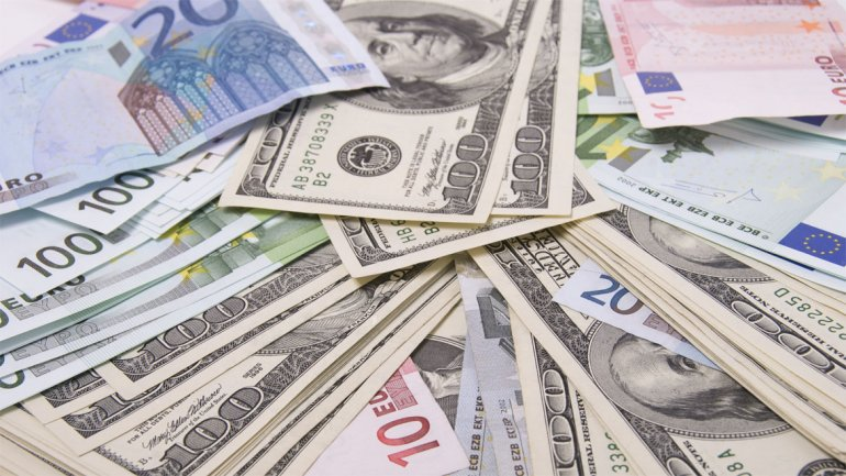 El euro sube a 1,2353 dólares