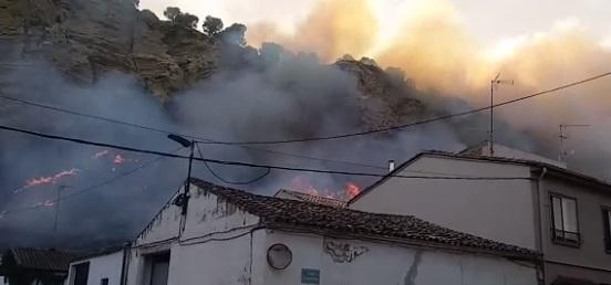 Activo un incendio cerca del casco urbano de Falces