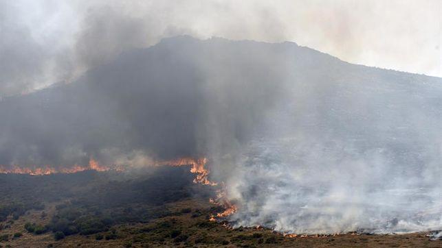 El incendio intencionado de Borrenes (León), ya extinguido, quemó 70 hectáreas