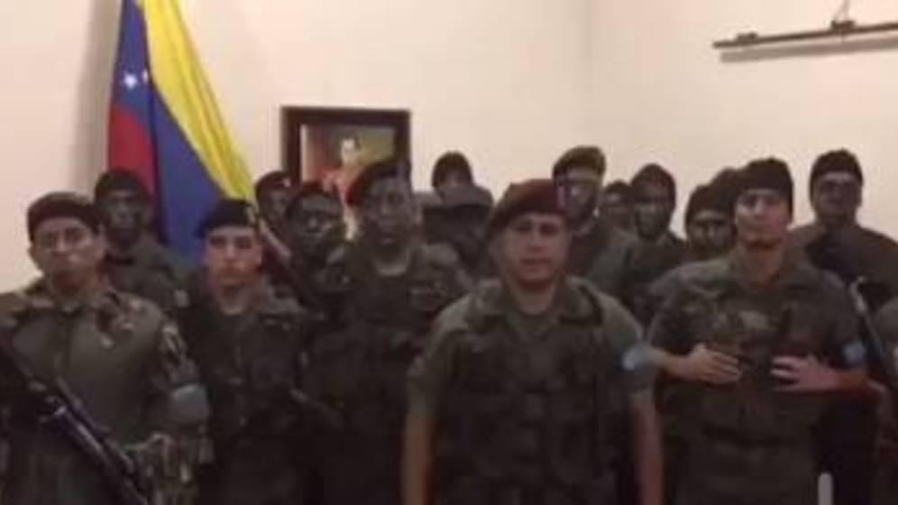 Dos muertos, un herido y diez detenidos deja el asalto a un cuartel, dice Maduro