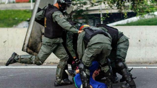 AI alerta de que el Gobierno venezolano llevó la represión de la calle a las casas