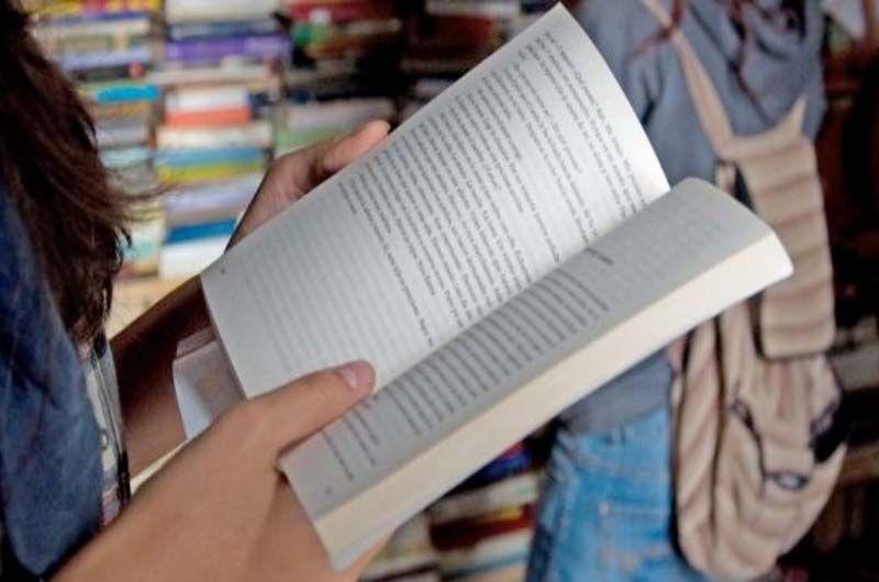 El Complejo Hospitalario de Navarra acoge actividades de lectura de manos del Servicio de Bibliotecas
