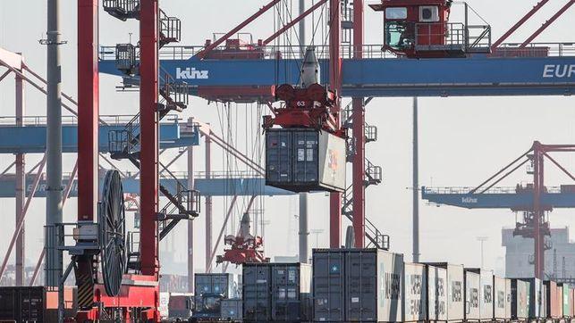 EE.UU. va camino de superar el déficit comercial de 2016 tras el alza en julio
