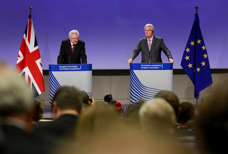 El Reino Unido y la UE destacan progresos y una nueva dinámica en las negociaciones del Brexit