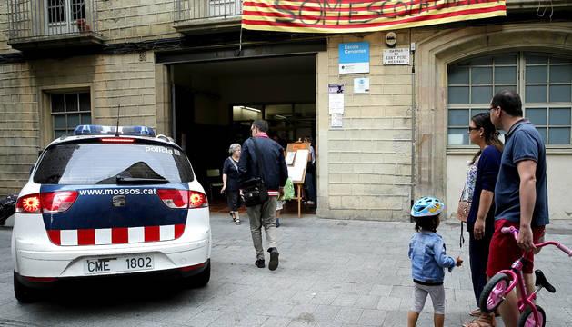 Cataluña tiene 163 colegios ocupados de los 1.300 visitados por los Mossos
